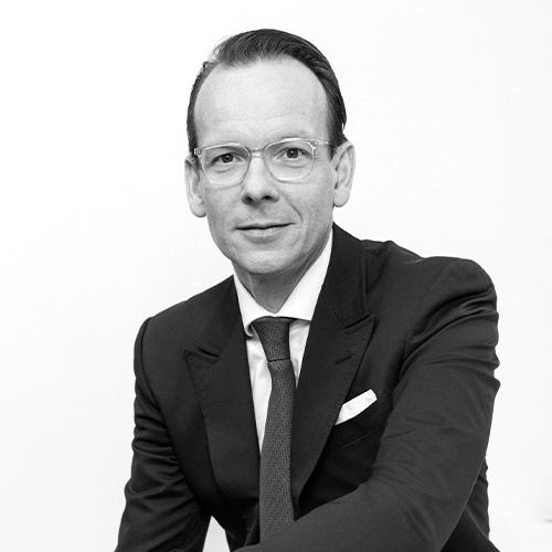 Dr. Kai Bender